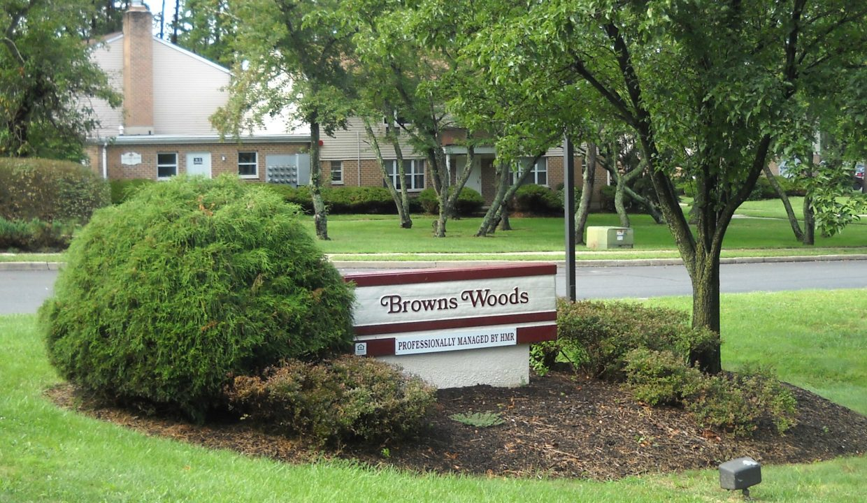 Browns-Woods-Sign